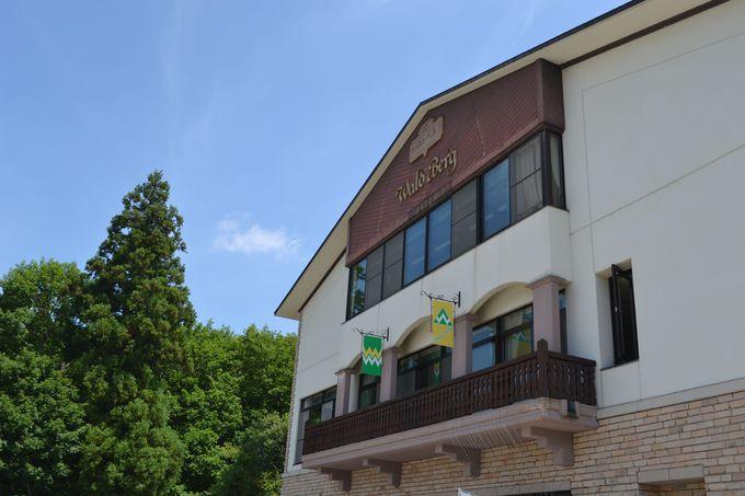 温泉街でも高台の山懐に抱かれたホテル
