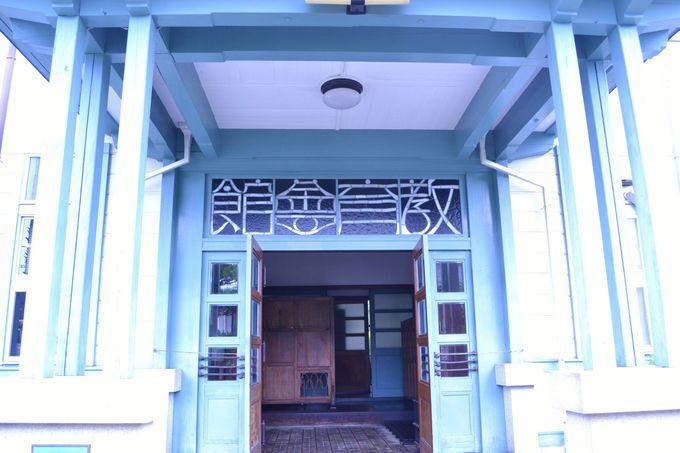路地に建つ瀟洒な洋館「下伊那教育会館」
