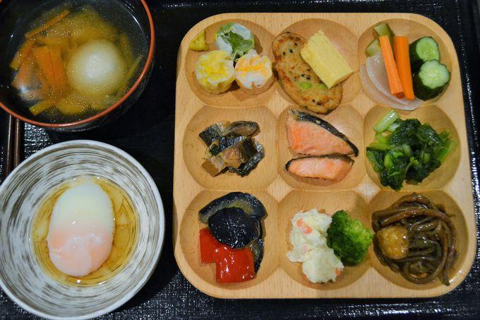 会津の郷土料理満載の朝食「おふくろバイキング」