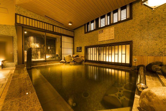 まるで温泉宿!モダンな天然温泉大浴場