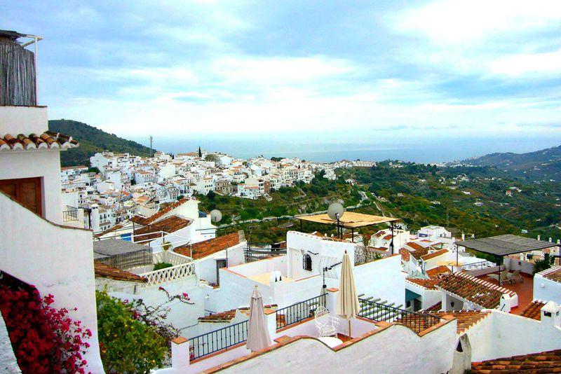 スペインで一番美しい村「フリヒリアナ」5月の十字架祭り「Dia de la Cruz」