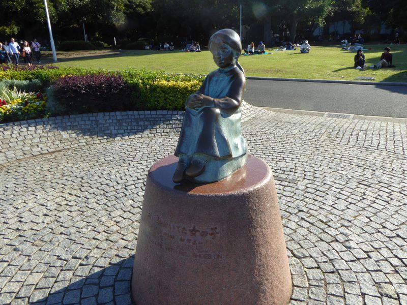 横浜山下公園で童謡散策!「赤い靴の少女」と「青い目の人形」