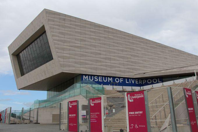 斬新な外観に驚くリバプール博物館