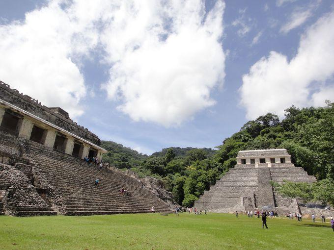 マヤ遺跡の真骨頂、美しいフォルムで人々を魅了する「碑文の神殿」