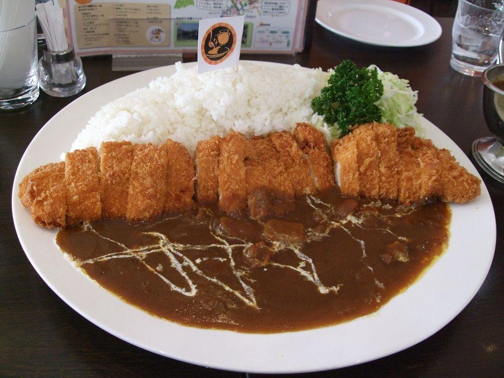 「海軍カレー」の秘密を探る!横須賀で話題の人気カレー店