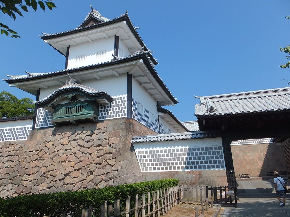 加賀百万石の名城「金沢城」と日本三大名園「兼六園」