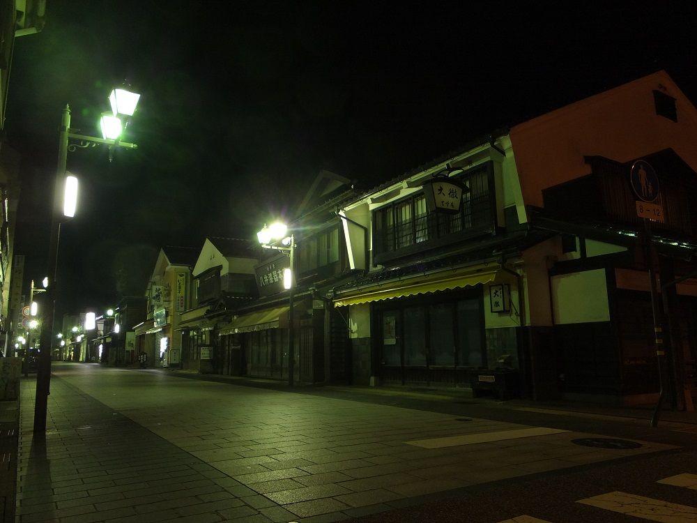 朝市の賑わいが嘘のよう。夜の輪島市街をそぞろ歩き