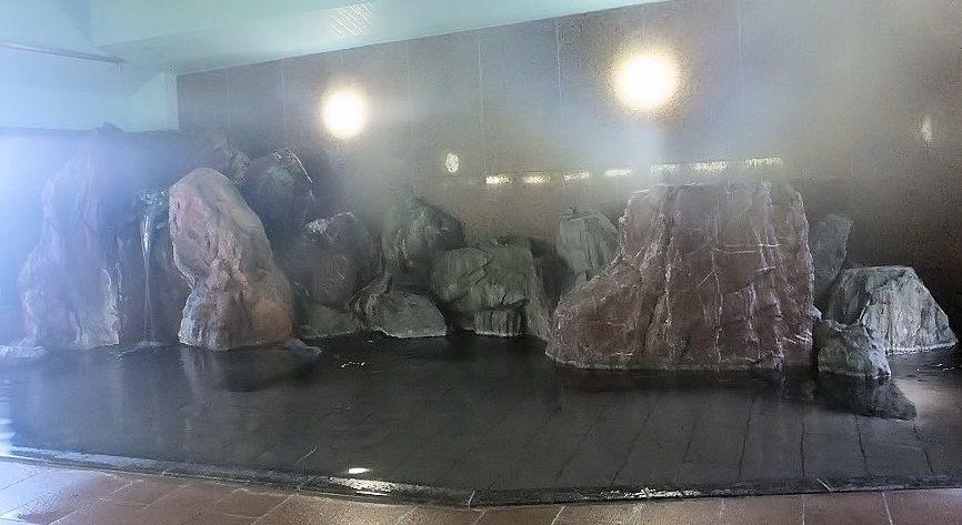呼鳥門風呂で巨石パワーを感じ、鶴亀の湯でのんびりしよう!