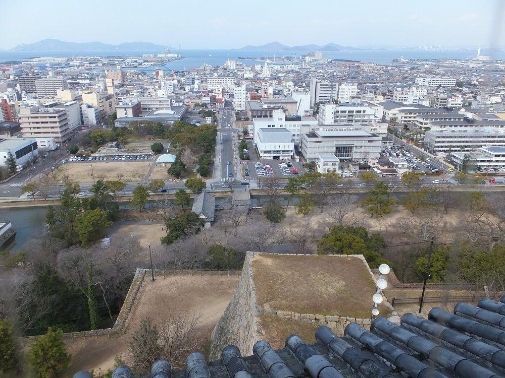 どこからでも絶景!丸亀城から見渡す360度のパノラマ