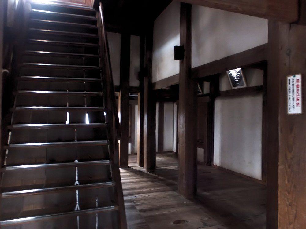 日本一小さな天守の内部に潜入!急な階段と高い天井