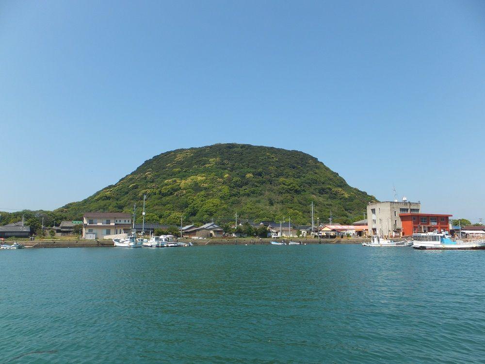 唐津湾にぽっかり浮かぶお椀のような宝島