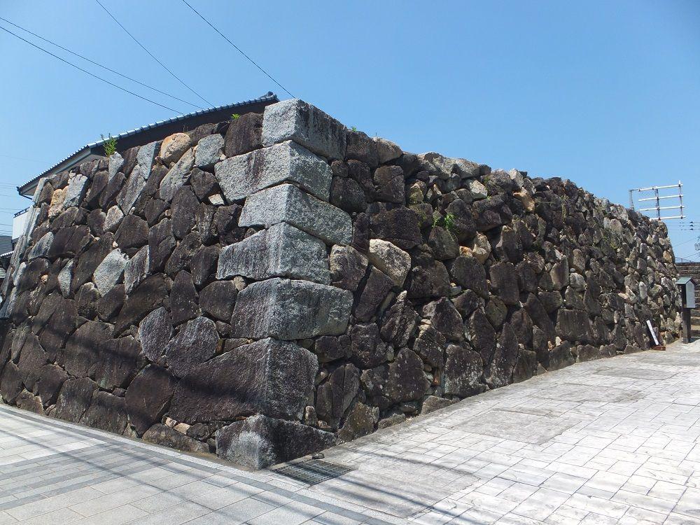 市内に未だ残る唐津城の面影