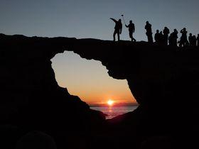 日の出を覗こう!三浦半島最南端に浮かぶ城ヶ島「馬の背洞門」|神奈川県|トラベルjp<たびねす>
