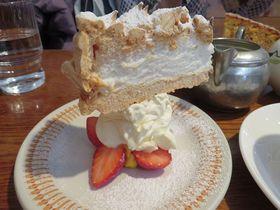 逆さますぎる!鎌倉「ブンブン紅茶店」の仰天ケーキ|神奈川県|トラベルjp<たびねす>