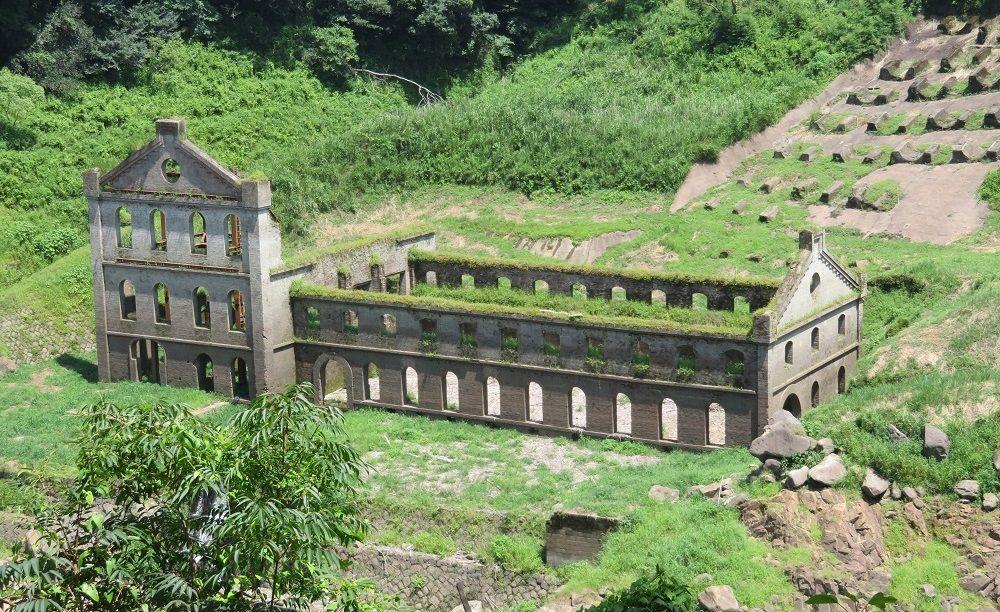 まるで異国の風景!鹿児島県伊佐市「曽木発電所遺構」と「曽木の滝」