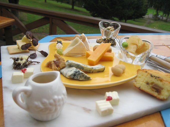 人気の裏メニュー「チーズの盛り合わせ」