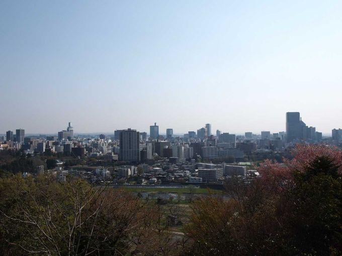 絶景!!伊達政宗像が見守る仙台城址からの眺め