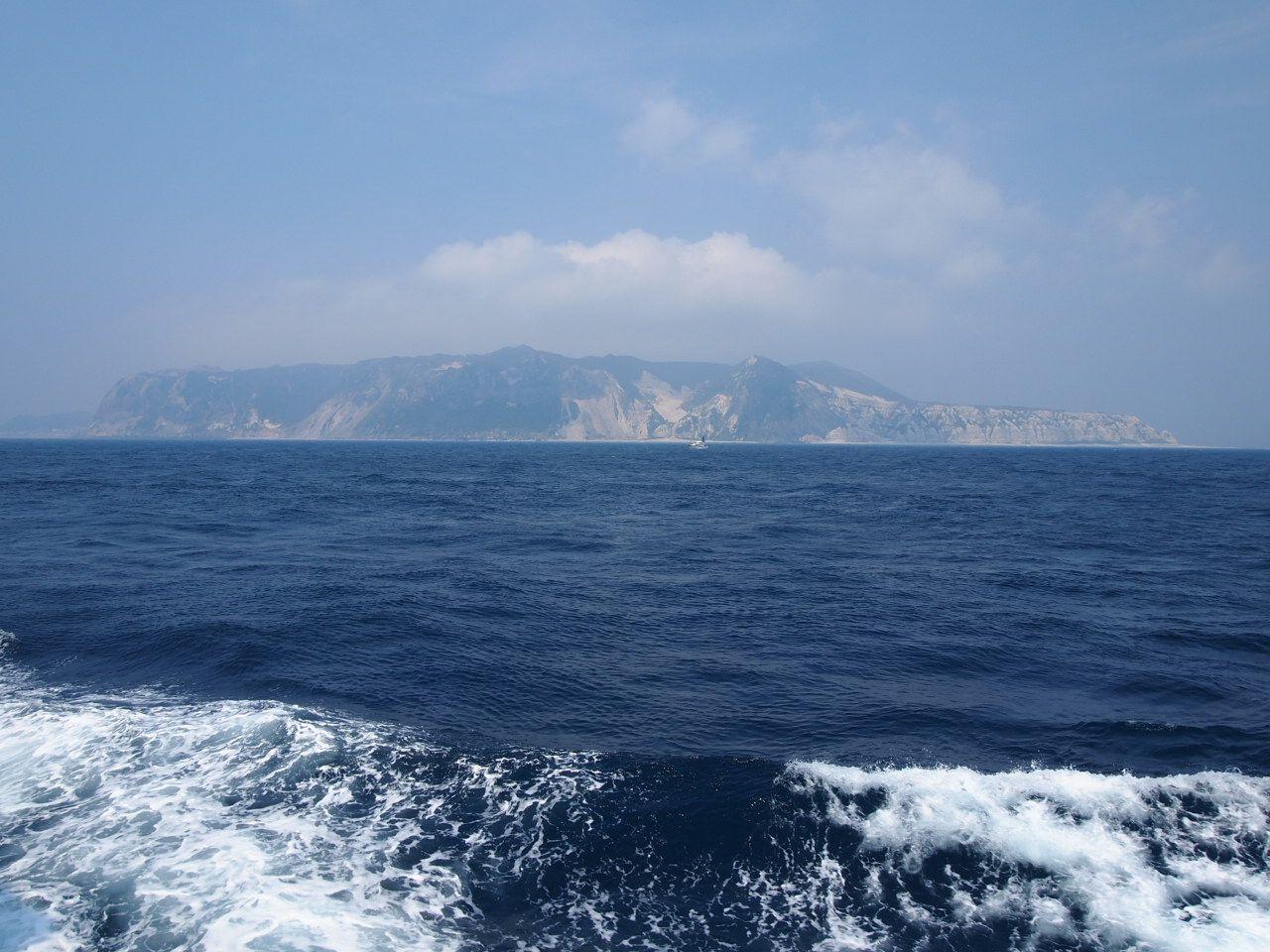 伊豆七島の島々を洋上から眺めよう!!