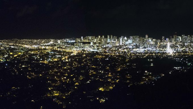 ホノルルの夜景を見るなら「タンタラスの丘」