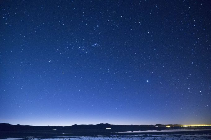 雲ひとつない360度大パノラマの星空