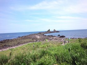 子連れで行く!神奈川・真鶴町「三ツ石海岸」磯遊びキッズお役立ちガイド|神奈川県|トラベルjp<たびねす>