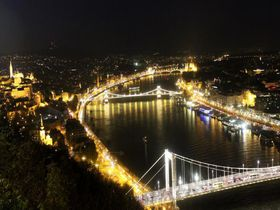 世界一美しいドナウの夜景!ブダペスト「ゲッレールトの丘」から感動のひと時を