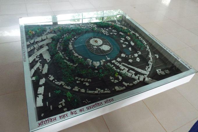 スパイラル状にデザインされた町の構造