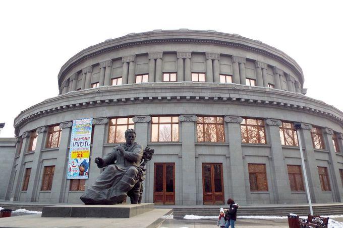 街の中心にある「オペラ・ハウス」
