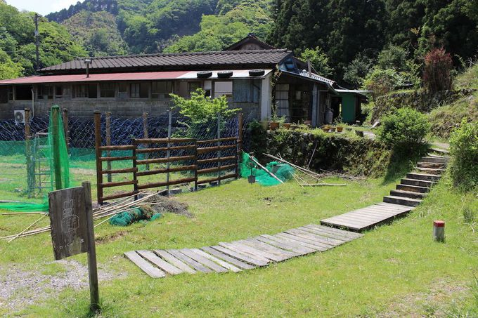 有名な湯治場「俵山温泉」の近くに佇む一軒家