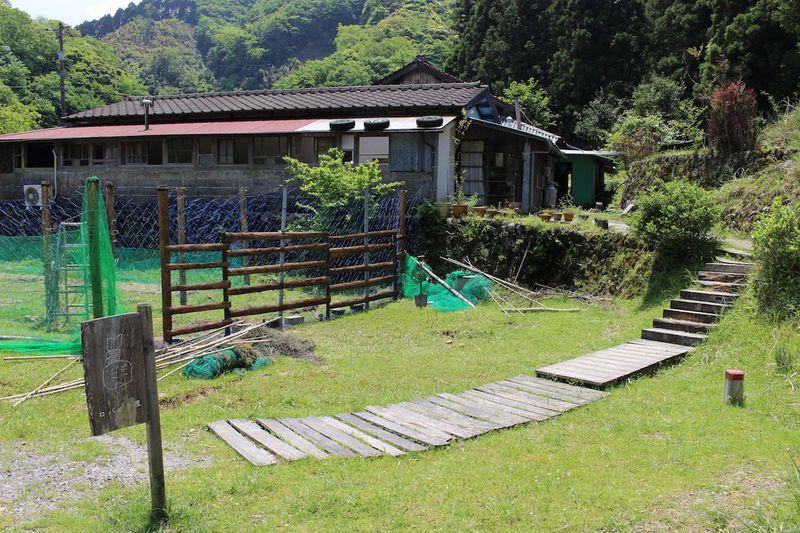 山口・俵山温泉町近く小さな一軒家「ロバの本屋」本やカフェ、田舎好きにたまらない!