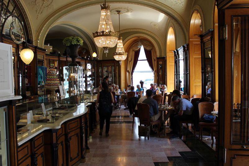 驚きの豪華絢爛さ!ブダペストで絶対に行ってみるべきカフェ3選