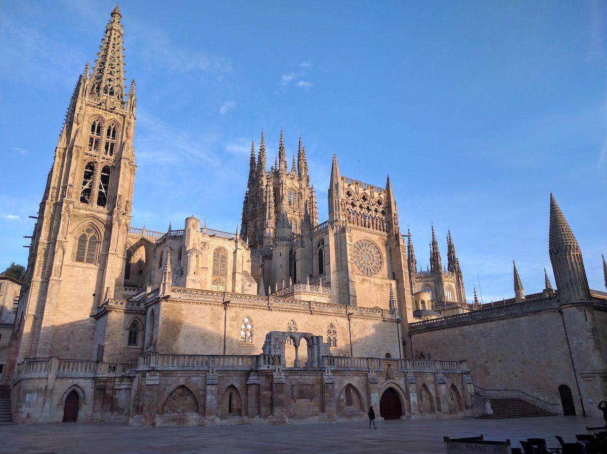 スペインゴシック様式の3大カテドラルのひとつ、「ブルゴス大聖堂」とは?
