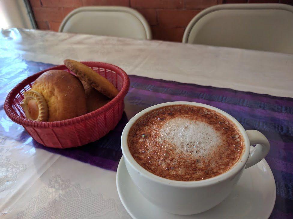 4、地元で人気のローカルカフェ「La Vienesa」