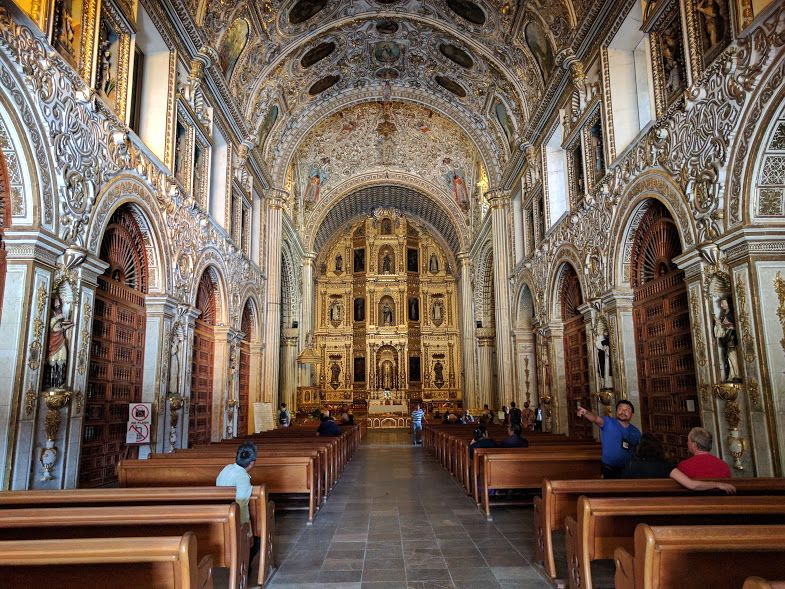 教会内部は眩いばかりのウルトラ・バロックの世界!