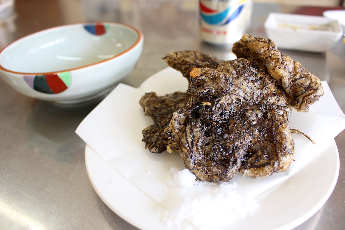 沖縄名物の天ぷらも安くて美味しい
