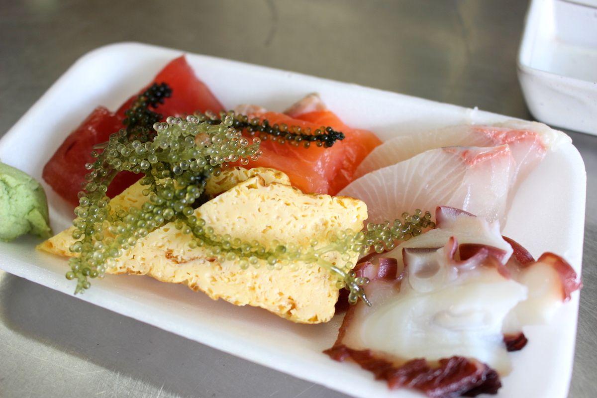沖縄の郷土料理と独特な雰囲気!「節子鮮魚店」でおいしい魚介類を
