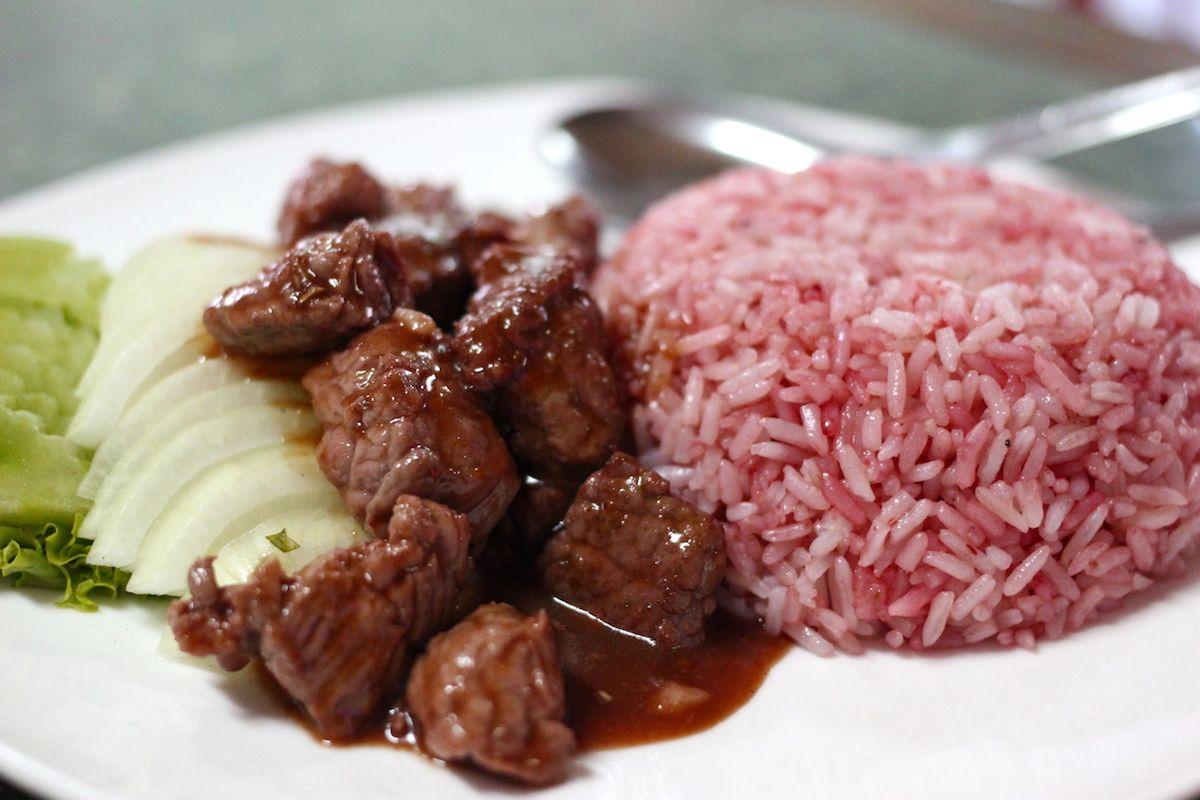 1、カンボジア風ステーキ「ロックラック」
