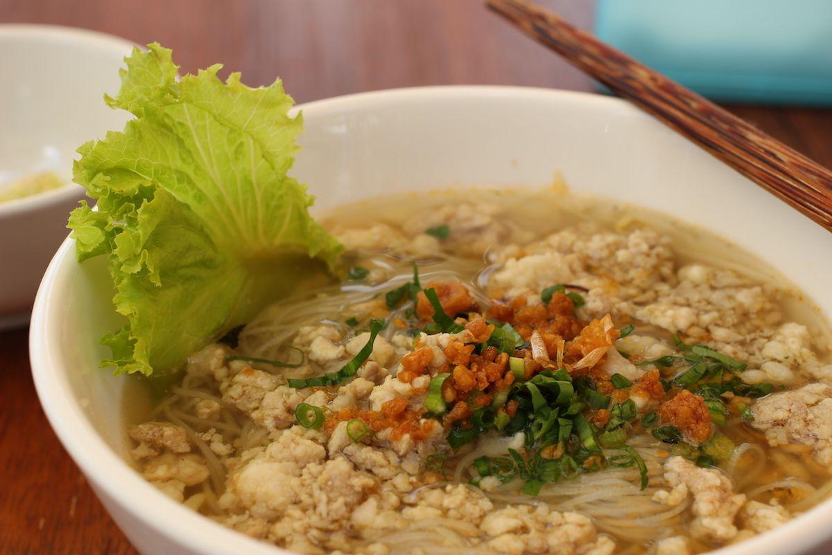 2、さっぱりした米の麺料理「クイティウ」