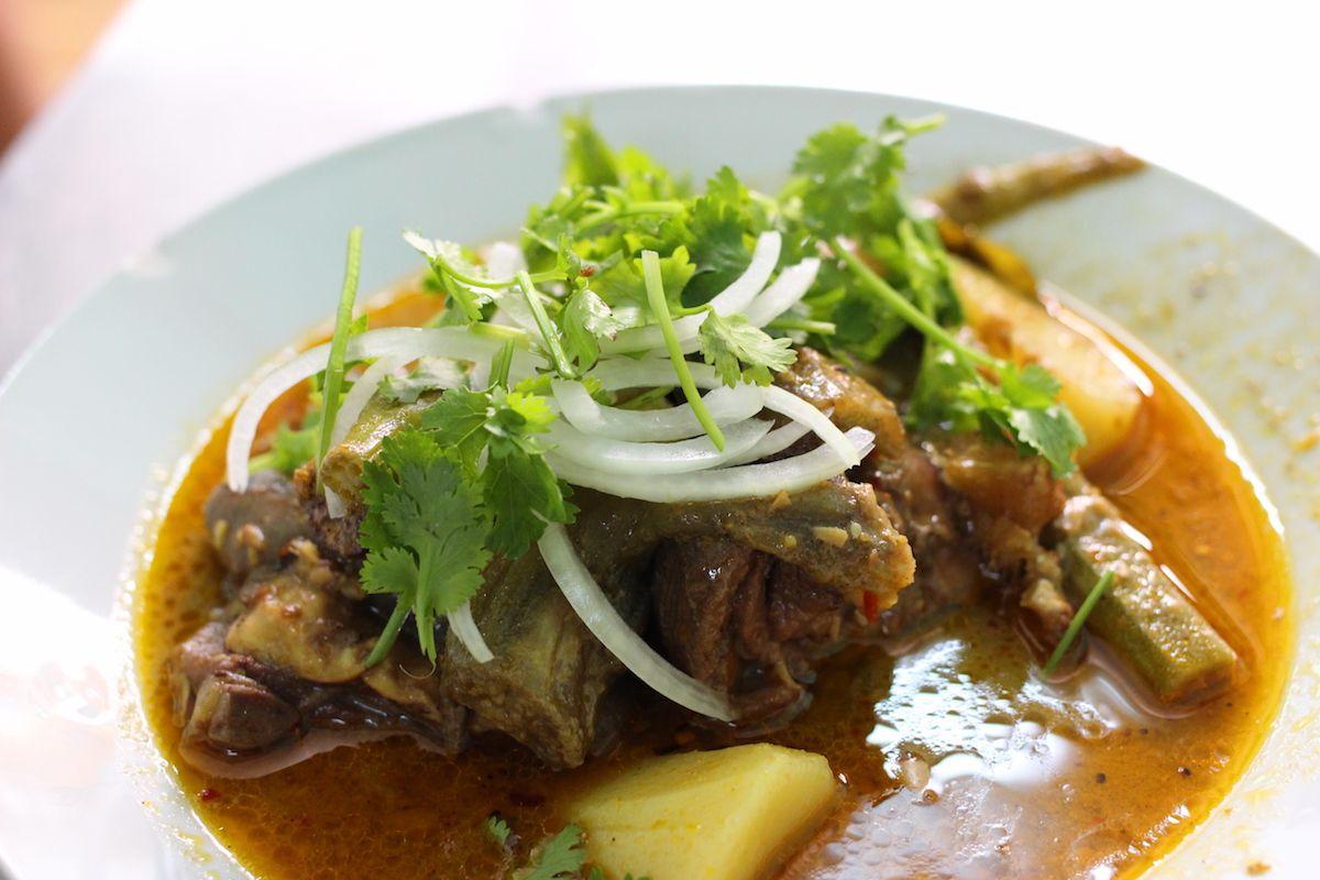 ヤギ肉が美味しい!ホーチミン ベトナムカレーの名店「バイホン」