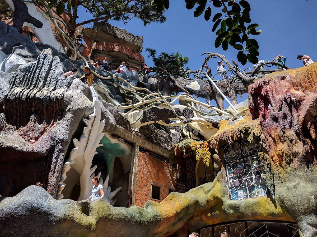 世にも奇妙な建造物!ベトナム・ダラット「クレイジーハウス」
