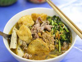 北ベトナムのご当地グルメ!「バインダークア」をハノイのローカル食堂で