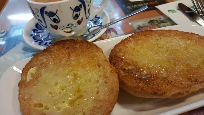 朝はミルクティーと練乳パンで