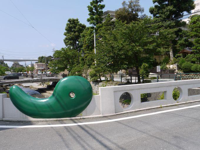 玉造温泉のシンボルの前で記念撮影!