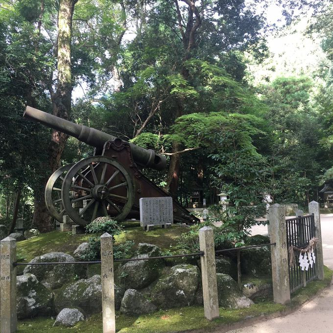 神社の境内に「大砲」が!
