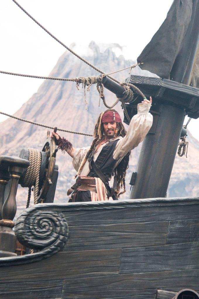キャプテン・ジャック・スパロウの登場で、気分は最高潮!
