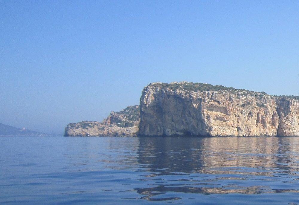 ネプチューンの洞窟へは海からのアクセスがおすすめ