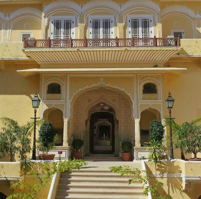 山間の要塞跡に建てられた優雅な宮殿ホテル「サモード・パレス」