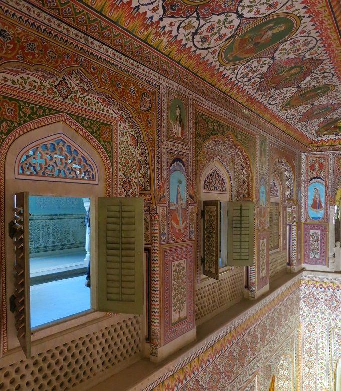 絢爛豪華な大広間と鏡の間