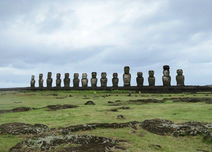 15体の巨大なモアイが並ぶアフ・トンガリキ