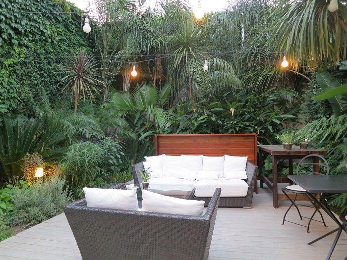 緑豊かな中庭でハッピーアワー!